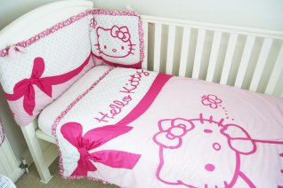 Hello Kitty Quilt & Bumper Set
